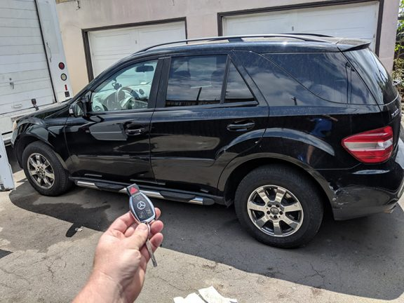 2007 Mercedes ML350 car locksmith in Los angeles 90044