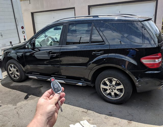 2007 Mercedes ML350 car locksmith in Los angeles 90044
